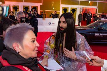 Conchita Wurst, ESC, Goldene Kamera, 2018, Funke Mediengruppe, Gala, Musik, Schauspieler, TV, Serie, Verleihung, Preisträger, Fernsehfilm, Trophäe, gold, Hamburg