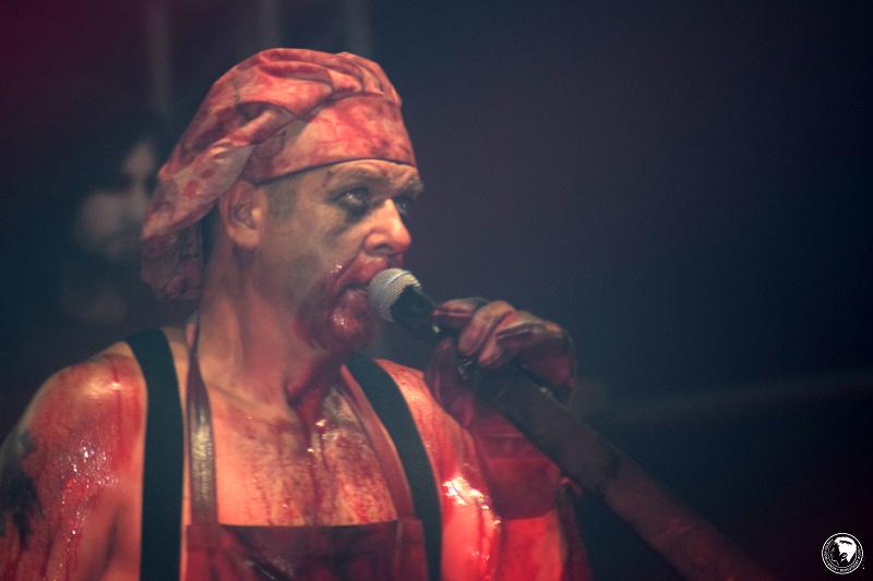 Stahlzeit, Rammstein-Tribute-Band, Covern, Live, Konzert, Werner - Das Rennen 2018, Rammstein, Tribute, Pyrotechnik, spektakuläre Bühnenshow, Sänger Heli Reißenweber, Sänger, Frontmann, Bühnenshow, Hartenholm, Norddeutschland
