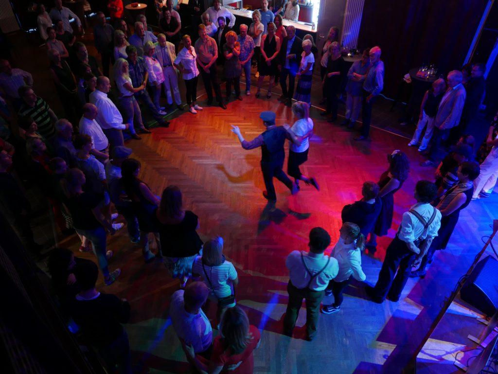 Lola, Kulturzentrum, Musik, Band, Musiker, Veranstaltungen, Bergedorf, Hamburg, Veranstaltungstipps, Lesung, Kultur, Disco-, Konzert-, Theater-Bühnenveranstaltungen, Lola swingt